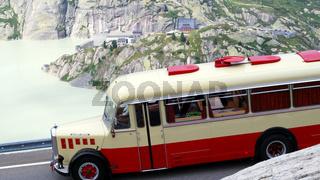 Alter Omnibus am Grimselpass