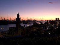 St Pauli Landungsbrücken am Abend