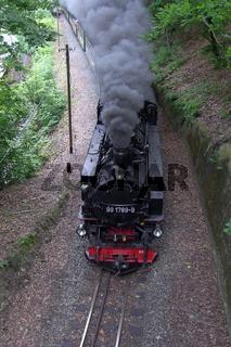 Dampflokomotive bei Einfahrt in den Lößnitzgrund