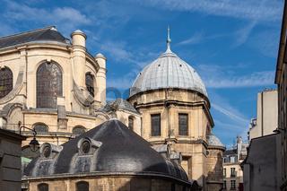 Blick auf die Kirche Saint-Sulpice in Paris, Frankreich