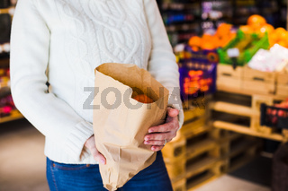 Buying fresh food in small zero wastes hop