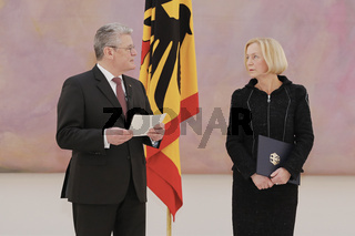 Certificate of appointment of Johanna Wanka to Federal Minister of Education and Research through Bundespreäsident Gauck
