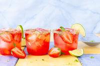 Frischer Cocktail mit Erdbeere
