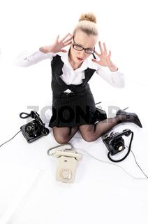 Junge Managerin, Sekretärin hat Stress im Büro