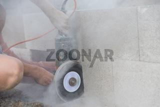 Bauindustrie - Lärm- und Staubbelastung, Winkelschleifer