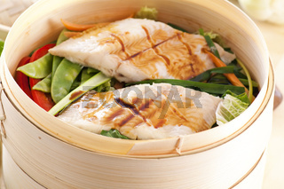 Fish with vegetables steamed