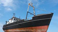 Altes Fischerboot mit Wolkenhintergrund