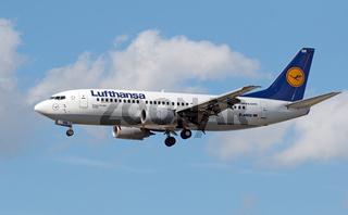 Boeing 737-330 der Lufthansa mit der Registrierung D-ABEB