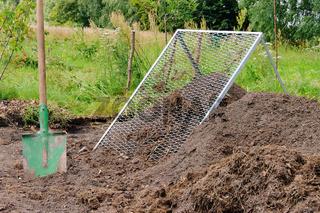 Komposthaufen sieben - compost pile sieve 03