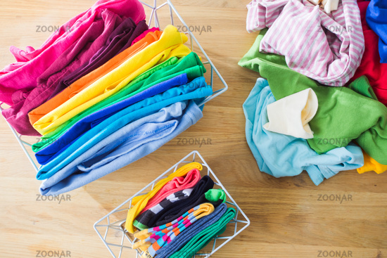 Tidy and organized clothes with the konmari method