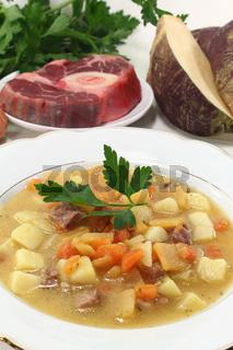 Steckrübeneintopf mit Rindfleisch