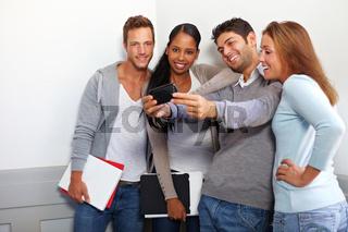 Studenten machen Gruppenfoto