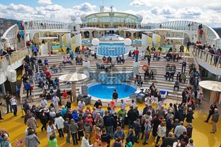 Kreuzfahrtschiff AIDA Bella / Cruise Liner AIDA Bella