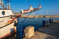 Segelschiff im Hafen von Sassnitz auf der Insel Rügen