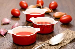 Tomatensuppe mit roten Tomaten