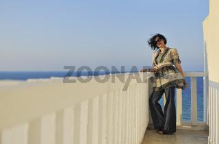 woman travel fashion