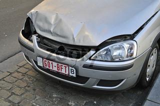 Geparkter Opel mit Unfallspuren, Brüssel, Belgien, Europa