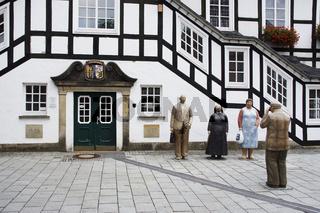 Rathaus in Rietberg mit Lechner-Figurengruppe