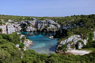 Die Doppelbucht Cales Coves auf Menorca