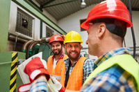 Bauarbeiter Team bei der Projekt Planung in der Fabrik