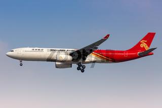 Shenzhen Airlines Airbus A330-300 Flugzeug Flughafen Shanghai Hongqiao in China