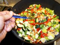 bunte Gemüsepfanne mit verschiedenen Gemüsen