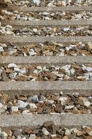Detailansicht - Eisenbahnschwellen und Gleisschotter