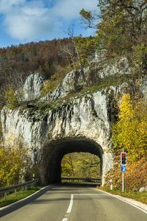 Felstunnel bei Thiergarten im Oberen Donautal. Naturpark Obere Donau