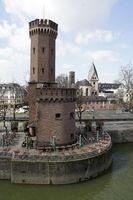 Malakoffturm, Relikt der Preußischen Rheinuferbefestigung am Holzmarkt