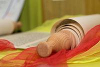 dekorative Schriftrolle - historische Papierrolle aus Pergament