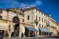 vicenza, italien - 19.03.2019 - alte gebäude in der altstadt
