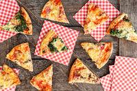 Verschiedene Stuecke frische Pizza