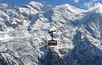 Kabine der Brevent Seilbahn vor dem Montblanc Massiv, Chamonix, Hochsavoyen, Frankreich