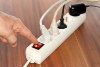 Steckdosenleiste wird ausgeschaltet