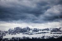 Ein Bergmassiv der Dolomiten. Fotografiert in Südtirol