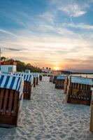 Der Strand von Binz auf Rügen im Sonnenuntergangslicht, Mecklenburg-Vorpommern, 2020