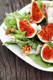 Salad with figs and green lettuce