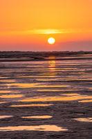 Goldener Sonnenuntergang am Strand-1.jpg