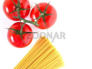 Setting pasta with spaghetti and tomatoes