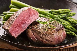 steak with asparagus