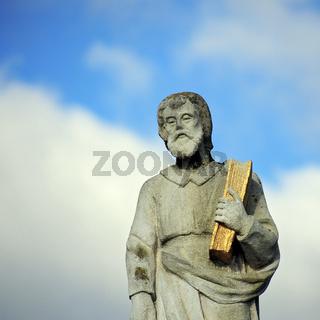 Statue des Heiligen Markus mit Bibel