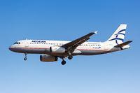 Aegean Airlines Airbus A320 Flugzeug Flughafen Athen in Griechenland