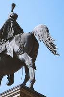 Unterm Schwanz des Ernst-August-Denkmal in Hannover