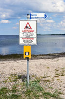 Warnschild am Strand