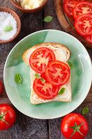 Sandwich mit frischer Tomate