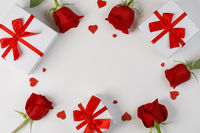 Red roses hearts gifts card