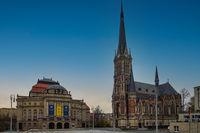 Theaterplatz in Chemnitz mit Opernhaus und Petrikirche