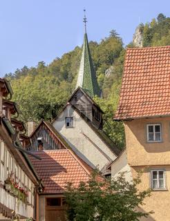 Blaubeuren, über dem Kirchturm der Blaufels