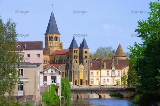 Paray-le-Monial Sacre-Coeur 06