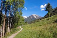 Wanderweg im Passeiertal in Südtirol, italienische Alpen